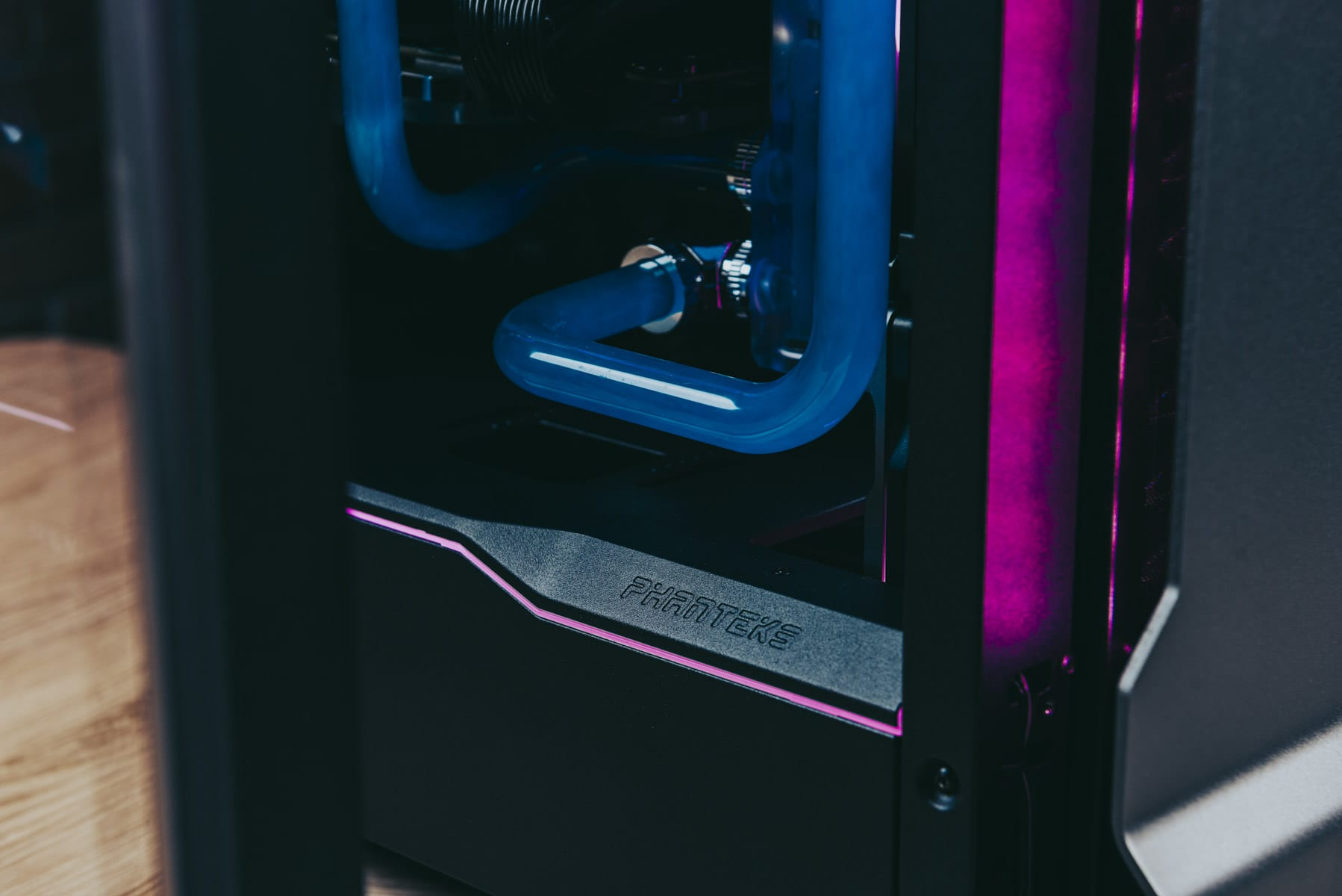 Phanteks_EvolvX15366